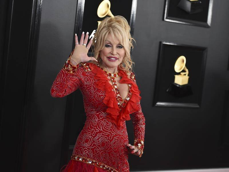 Dolly Parton has changed the words of her song Jolene to tie in with her coronavirus vaccination.